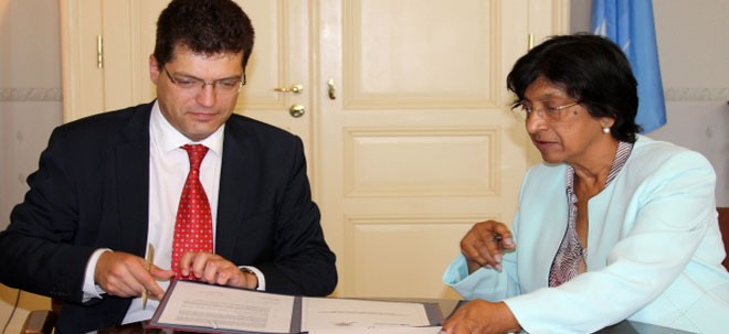 12.6.2014, OSCE – OSCE/ODIHR Director and UN High Commissioner for Human Rights sign declaration on enhancing co-operation in human dimension