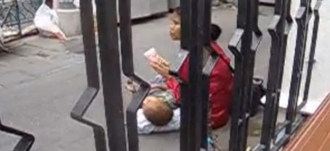 2.2.2014. – Telegraf: MARKET OF ROMA CHILDREN – They sell them even for 200 EUR and they don't care where they will end up!